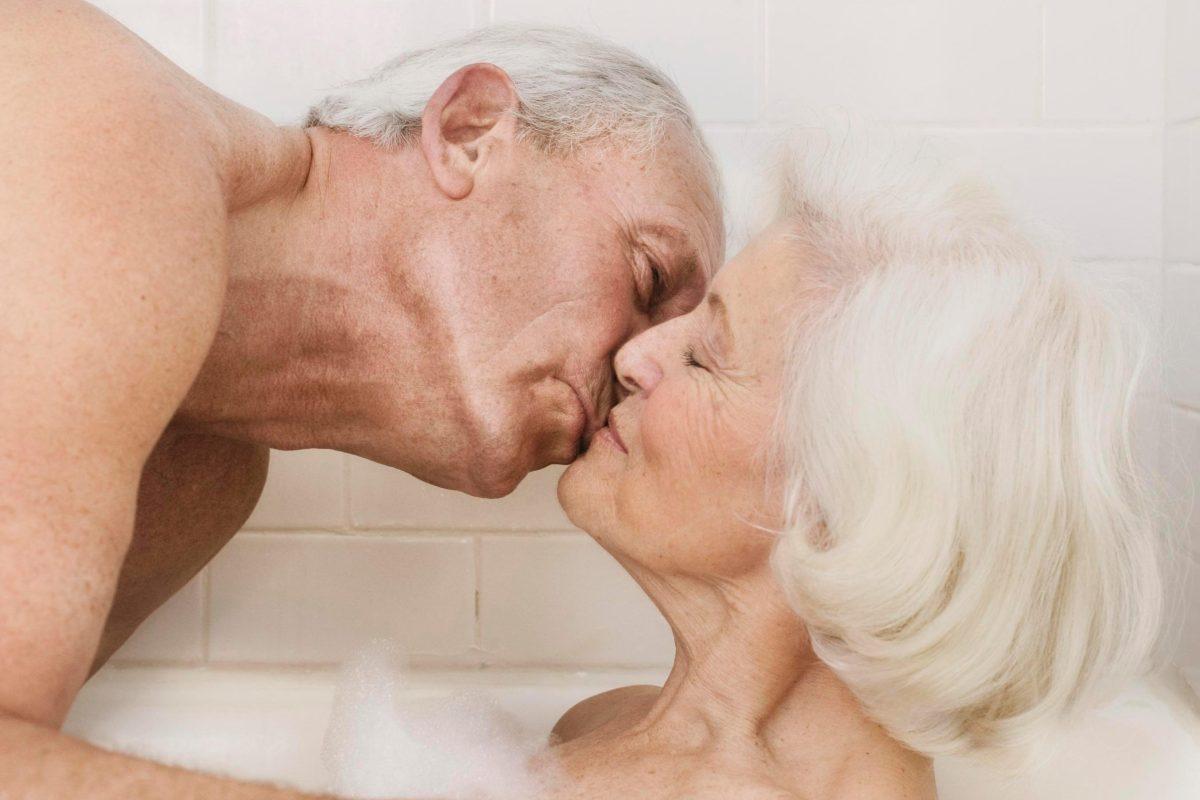 Посмотреть заняться любовью с пожилыми женщинами под водой