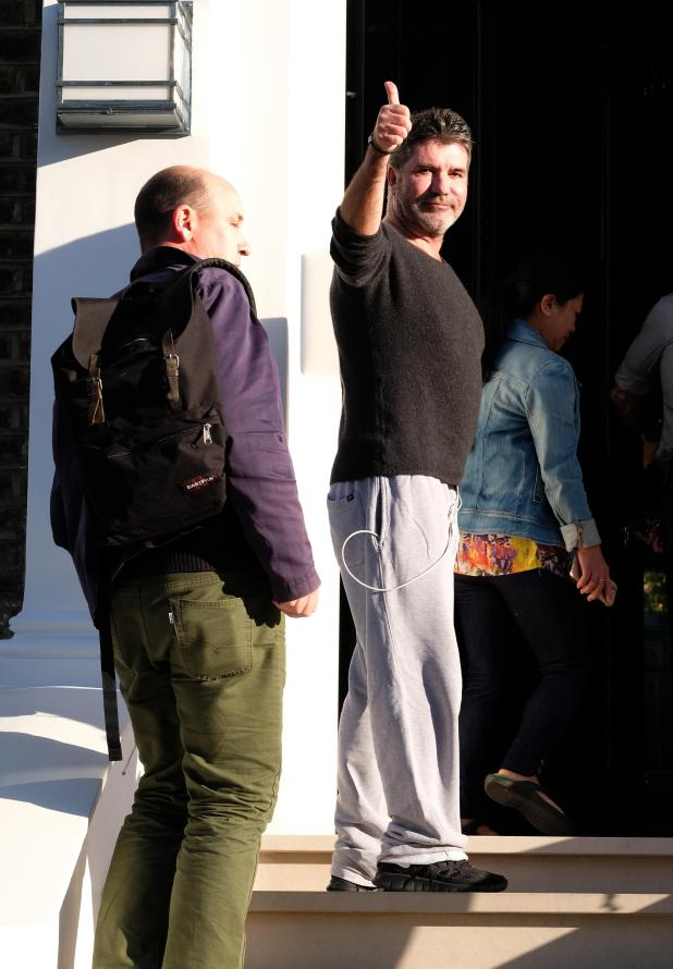 Simon gave fans and photographers the thumbs up as he returned home from hospital on Friday