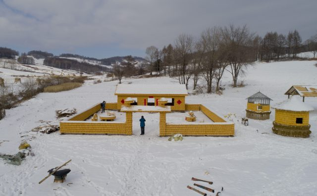 Man builds his house with more than 30,000 corn-on-the-cobs shared by medianet.info