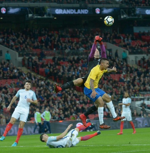 nintchdbpict000366934643 e1510696537415 - England 0 Brazil 0: Three Lions held to another goalless draw as Gareth Southgate's men struggle against Samba stars