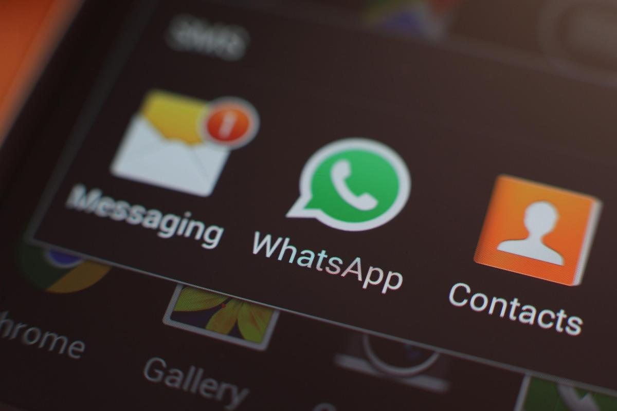 whatsapp crashes when millions try to send new year messages