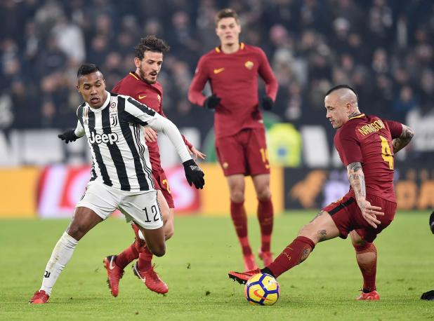 nintchdbpict000374636968 - Alex Sandro suitors Chelsea and Manchester United can sign Juventus star in January if they make bids of £53million