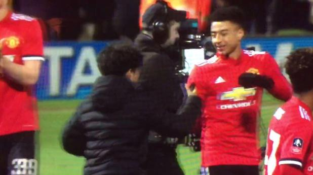 ling2 - Manchester United star Jesse Lingard receives hilarious dab greeting from young fan who invaded pitch