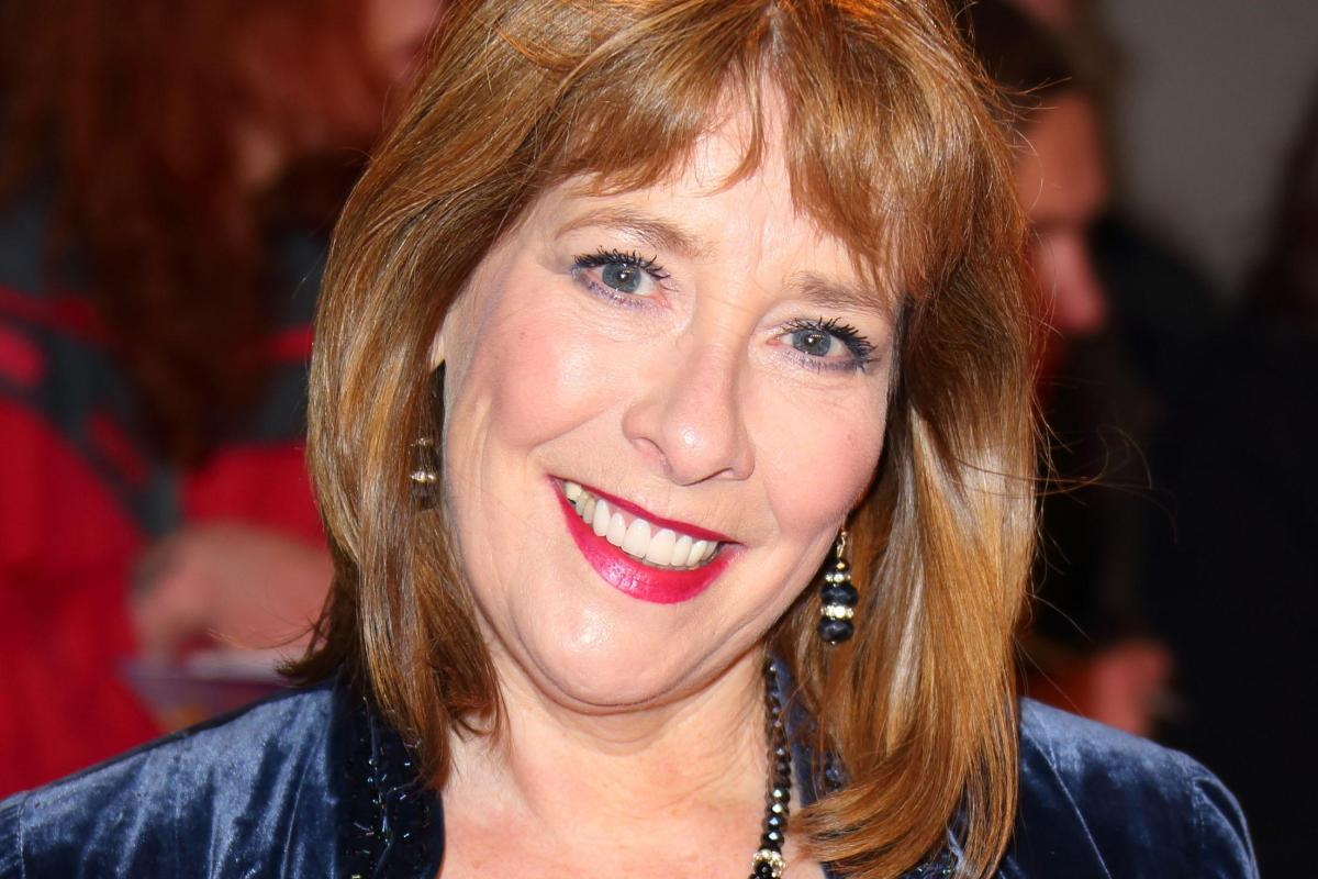 who is phyllis logan married to