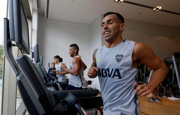 nintchdbpict000376365736 - Carlos Tevez has his Shanghai Shenhua contract terminated a year early… and immediately returns to Boca Juniors