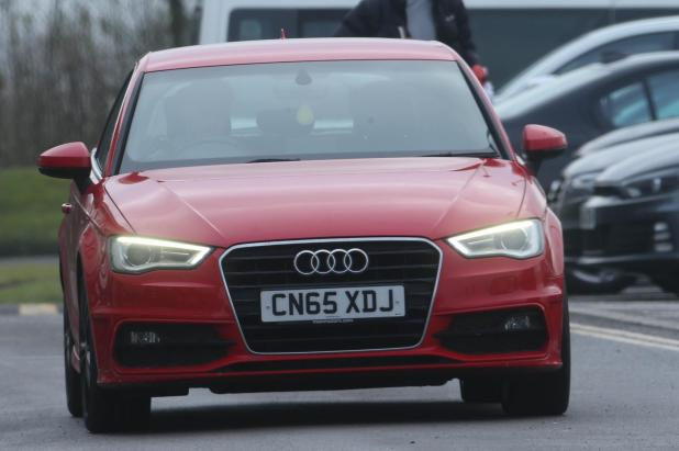 nintchdbpict000380406101 - Man United's £505,000-a-week star Alexis Sanchez drives car worth more than the motors of entire Yeovil team