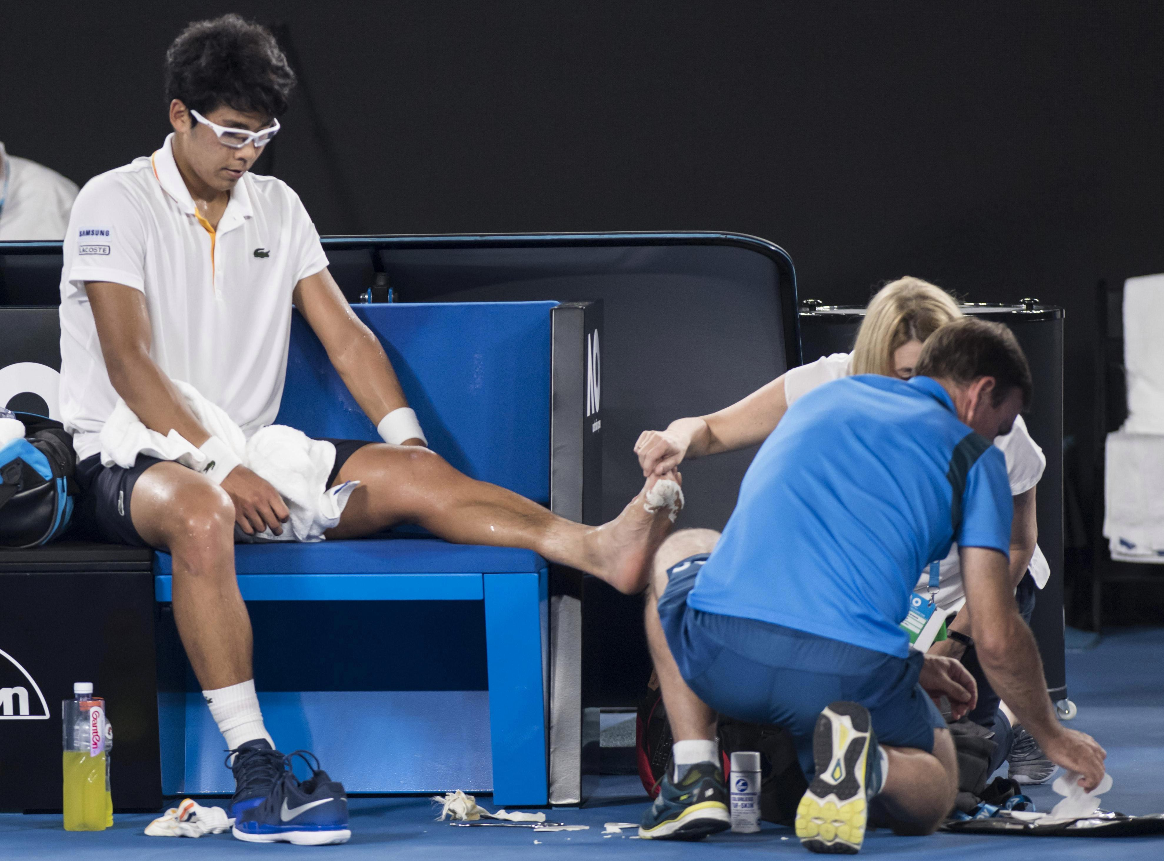 Hyeon Chung treated by medical staff for huge blister at Australian Open