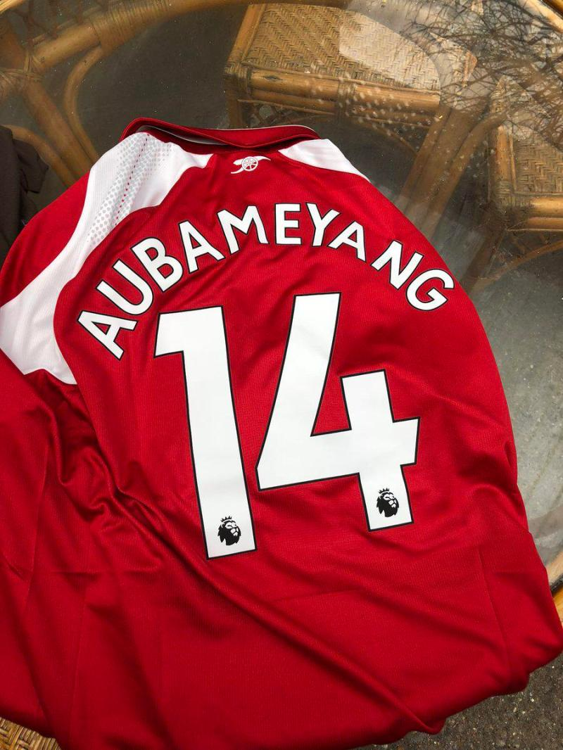 Arsenal fans started getting Aubameyang shirts before the signing was completed