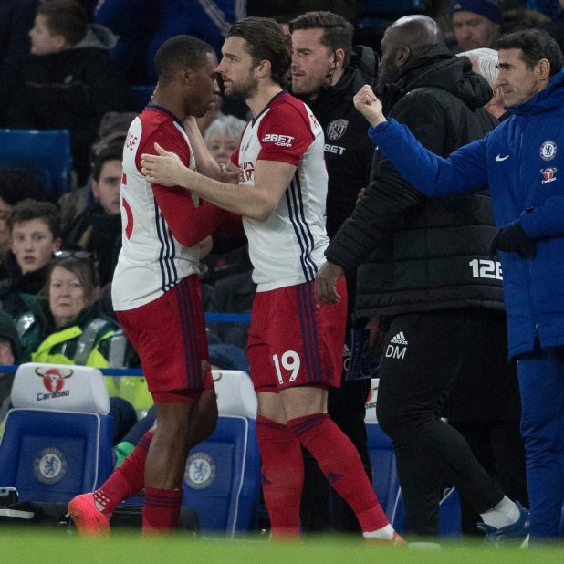 nintchdbpict000384673237 e1518466821346 - Daniel Sturridge limps off with hamstring injury in just third minute of West Brom's visit to Chelsea