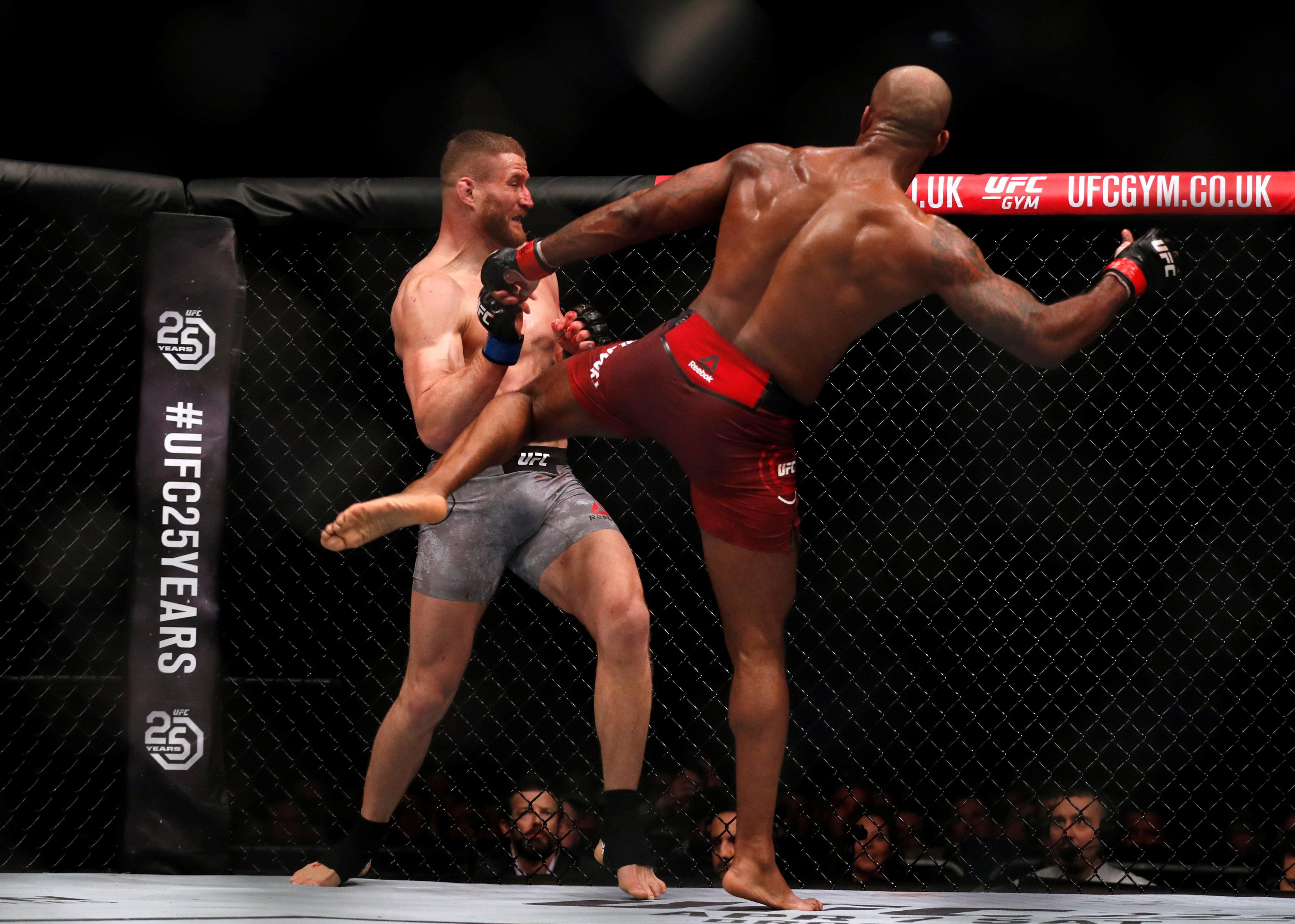 Jimi Manuwa and Jan Blachowicz exchanged head kicks, punches and blood