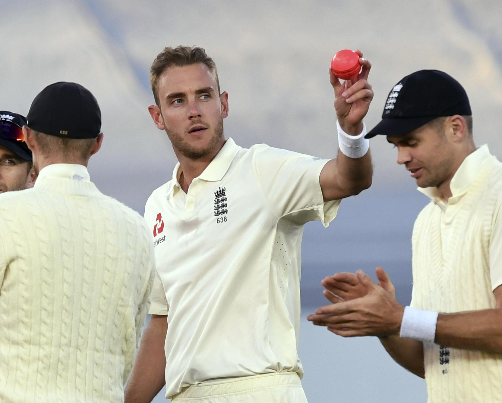 Stuart broad took his 400th Test wicket and will need more if his side are to have any chance