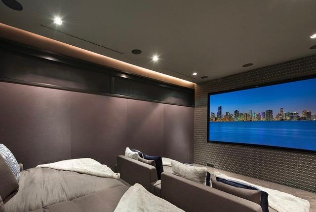 Inside there is also a home cinema to watch films, box sets or even Formula 1 Grand Prix