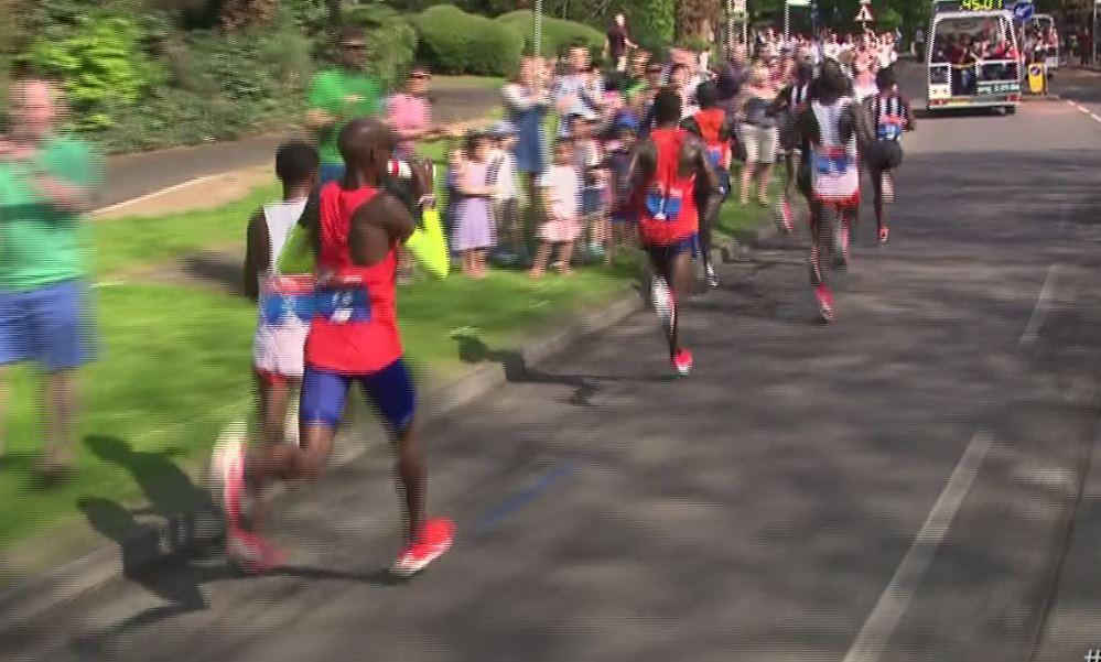 Mo Farah got a new drink and discarded it 45 minutes in with the race on record pace
