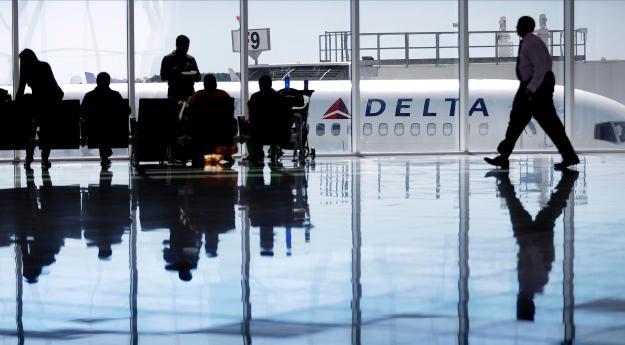 Los furiosos jefes de Delta han suspendido a la azafata y han iniciado una investigación sobre el incidente.