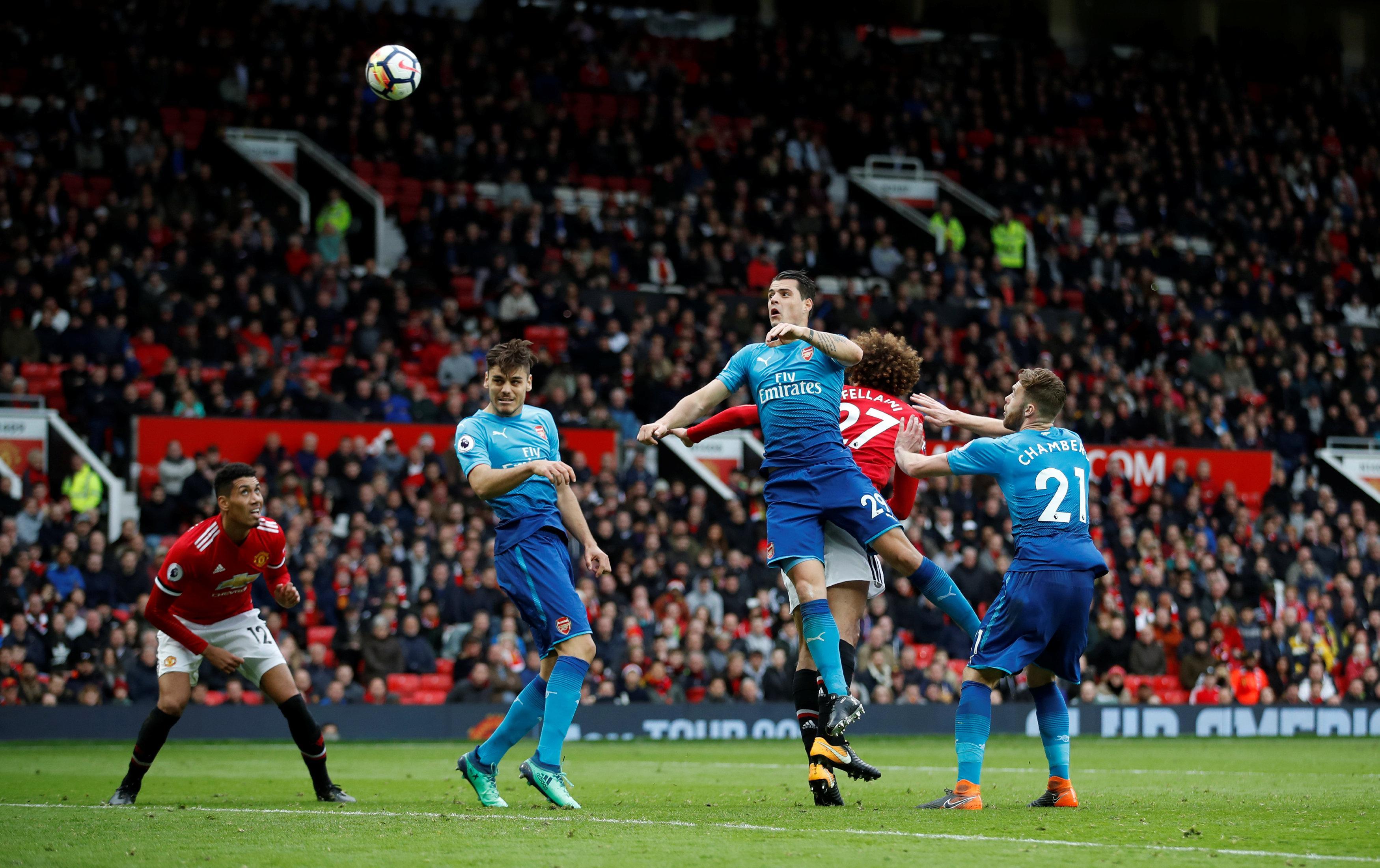 Marouane Fellaini scored an injury time winner as Manchester United beat Arsenal 2-1