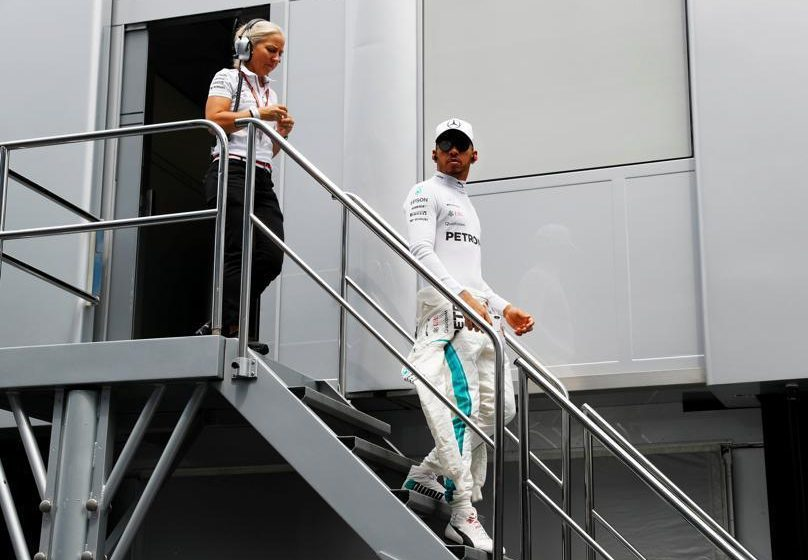 British hero Lewis Hamilton has stepped into a dispute over lighting at Silverstone