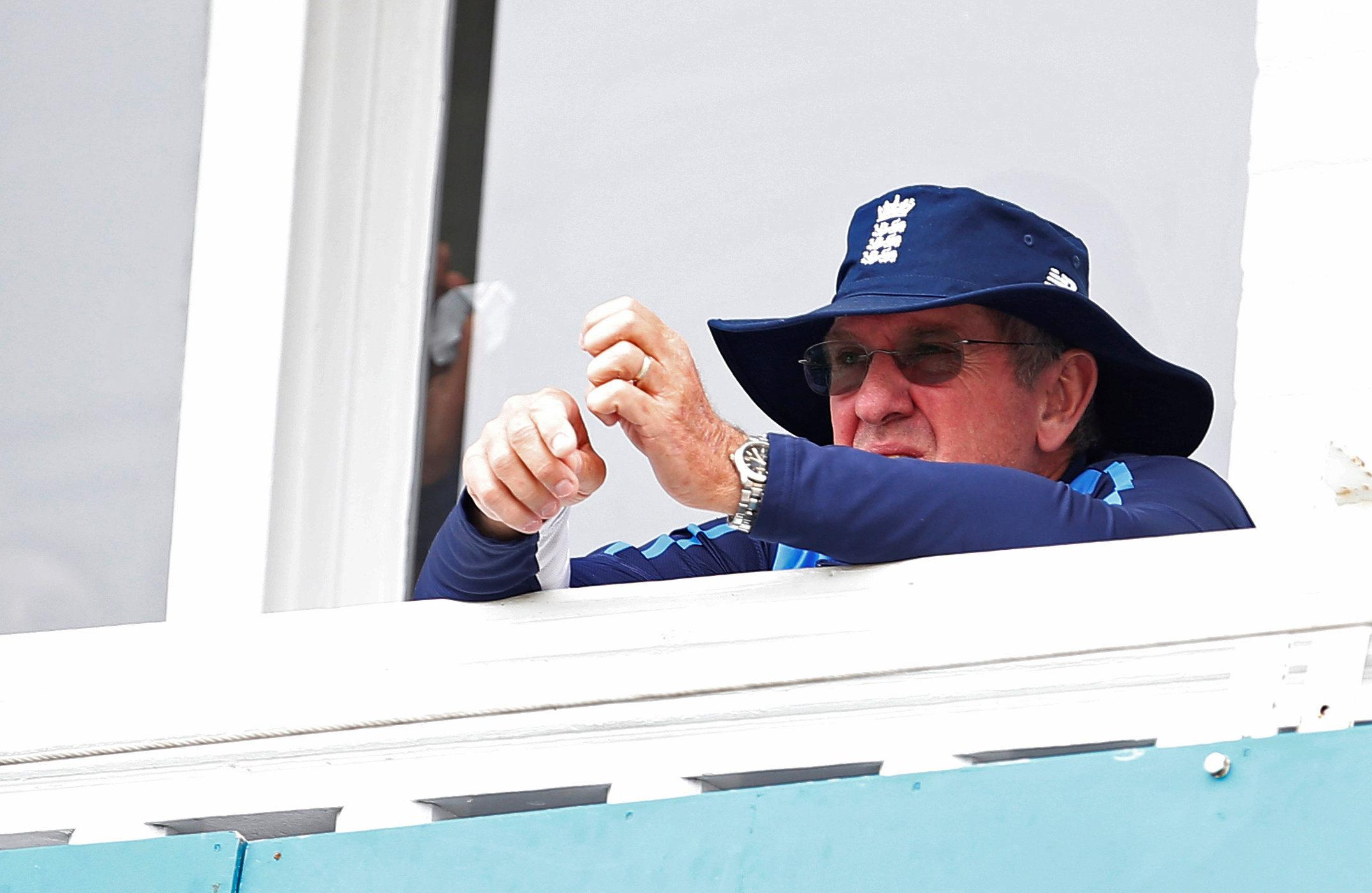 Trevor Bayliss looks on during the incredible world record run score