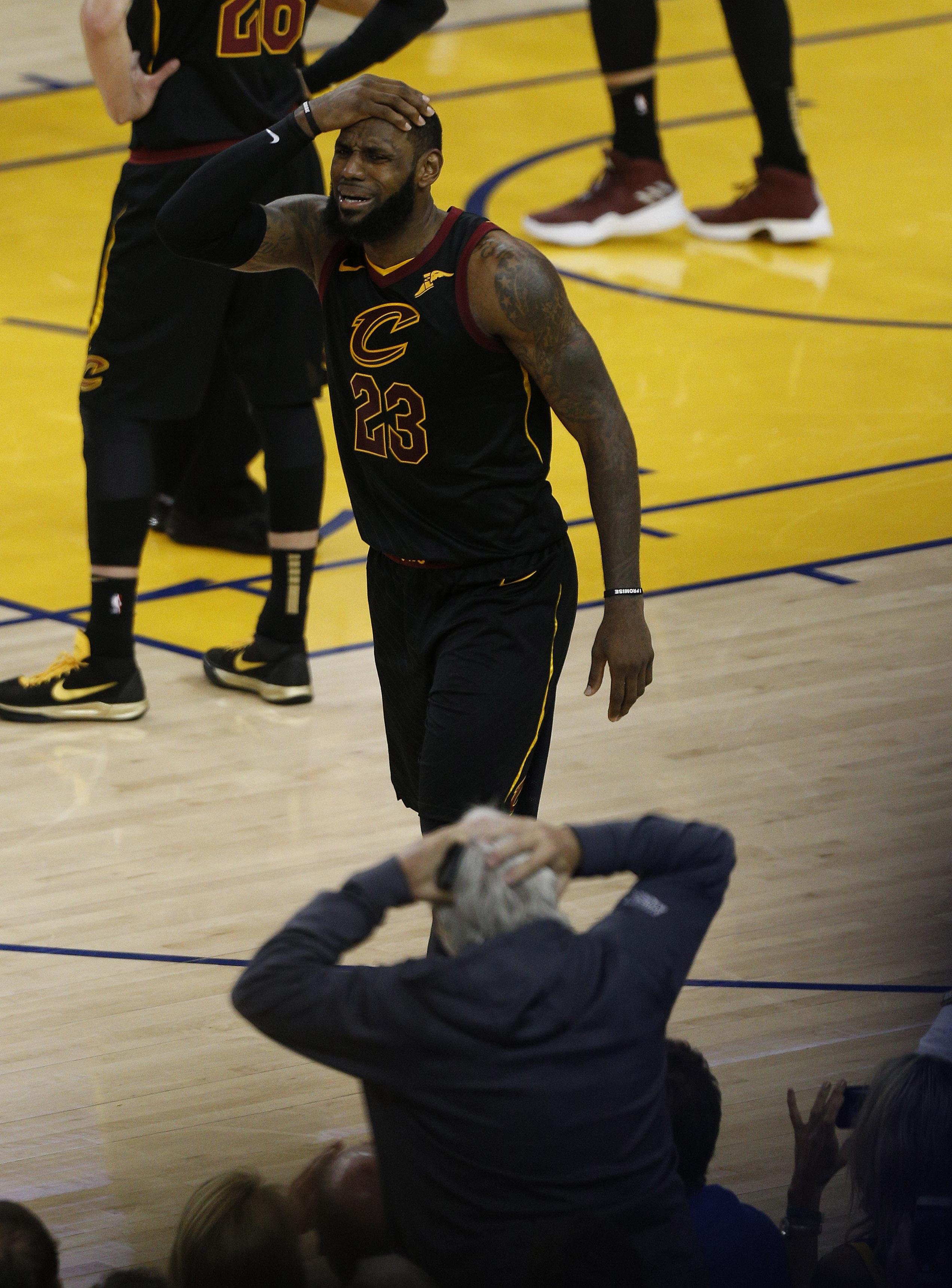 LeBron was exasperated at the Cavs missing the chance to win the game