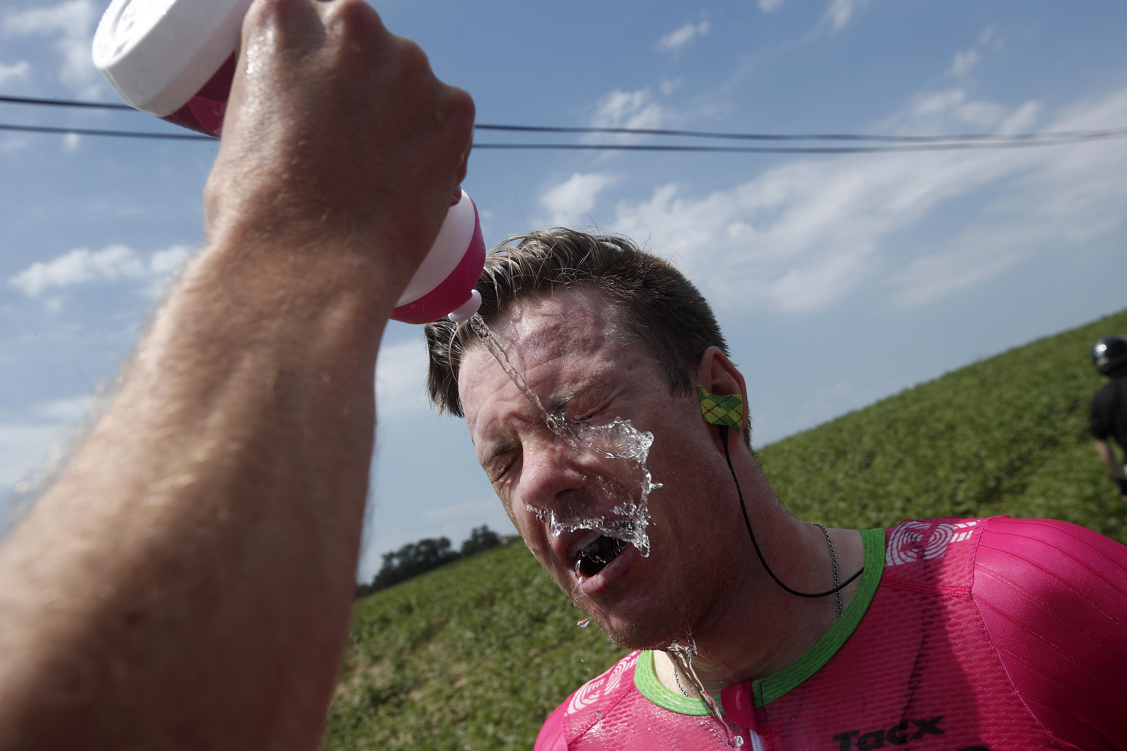 Simon Clarke gets a team-mate to spray his face with water