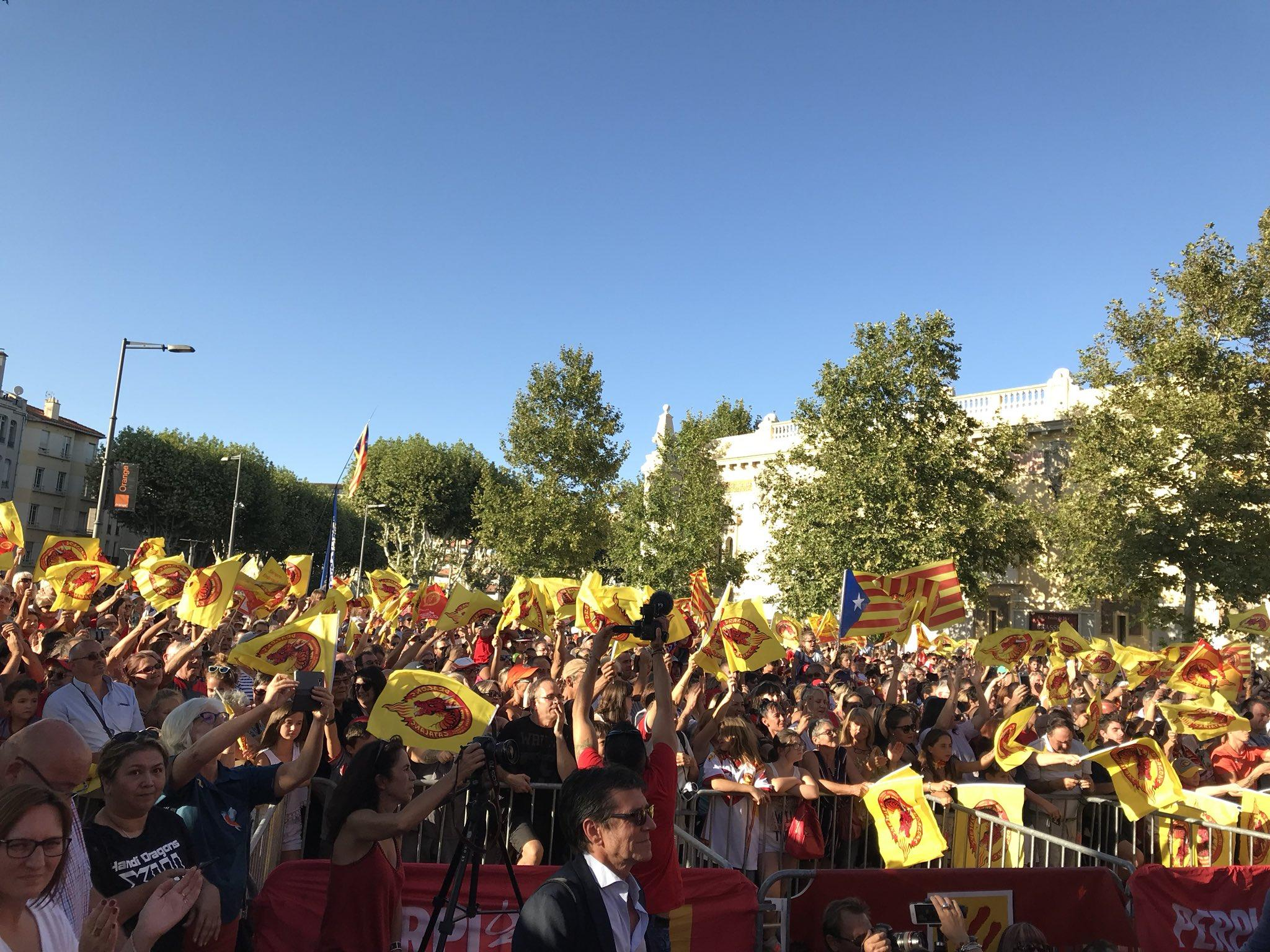 Thousands of fans packed into Perpignan to welcome Catalans Dragons home