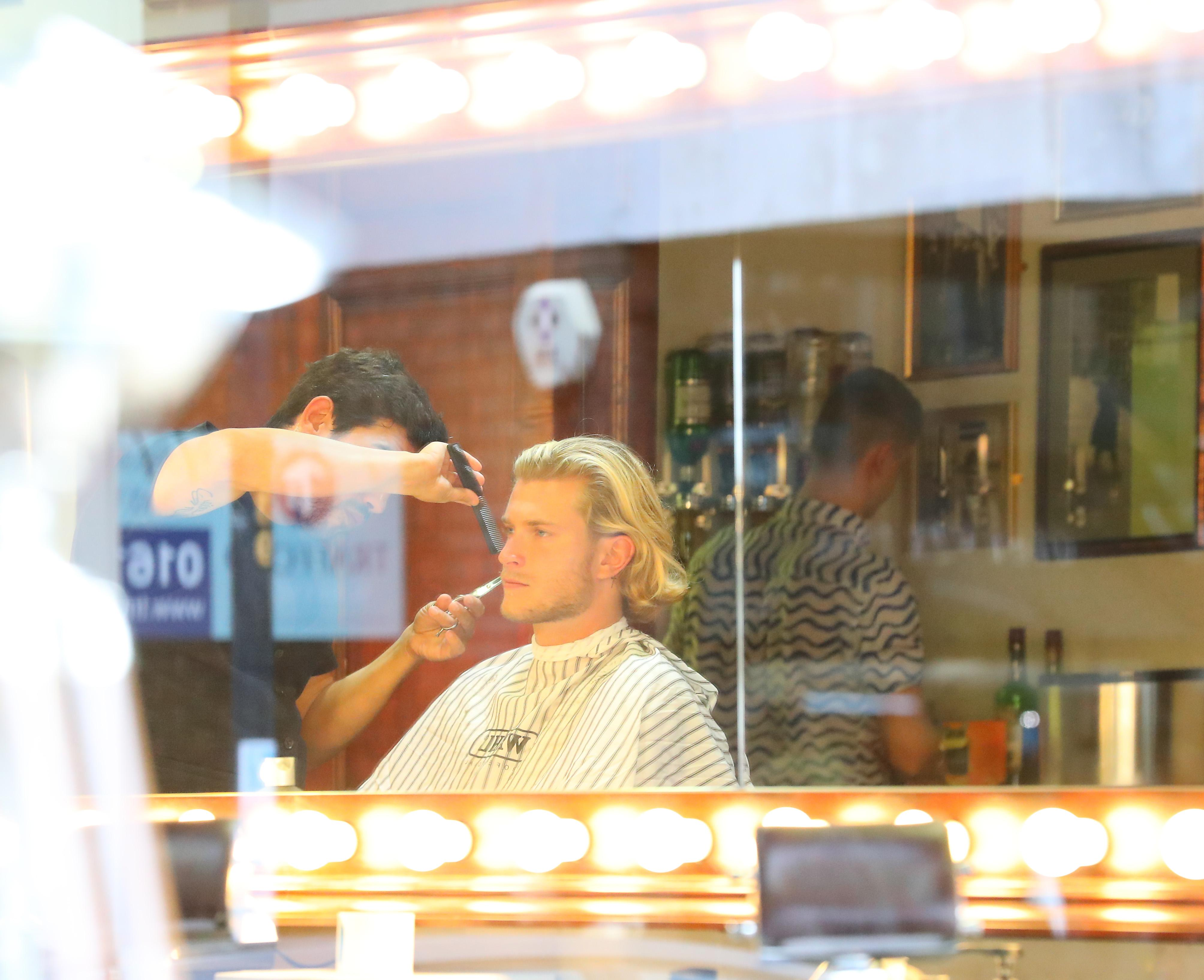 Loris Karius had a quick haircut in Hale Village amidst transfer speculation