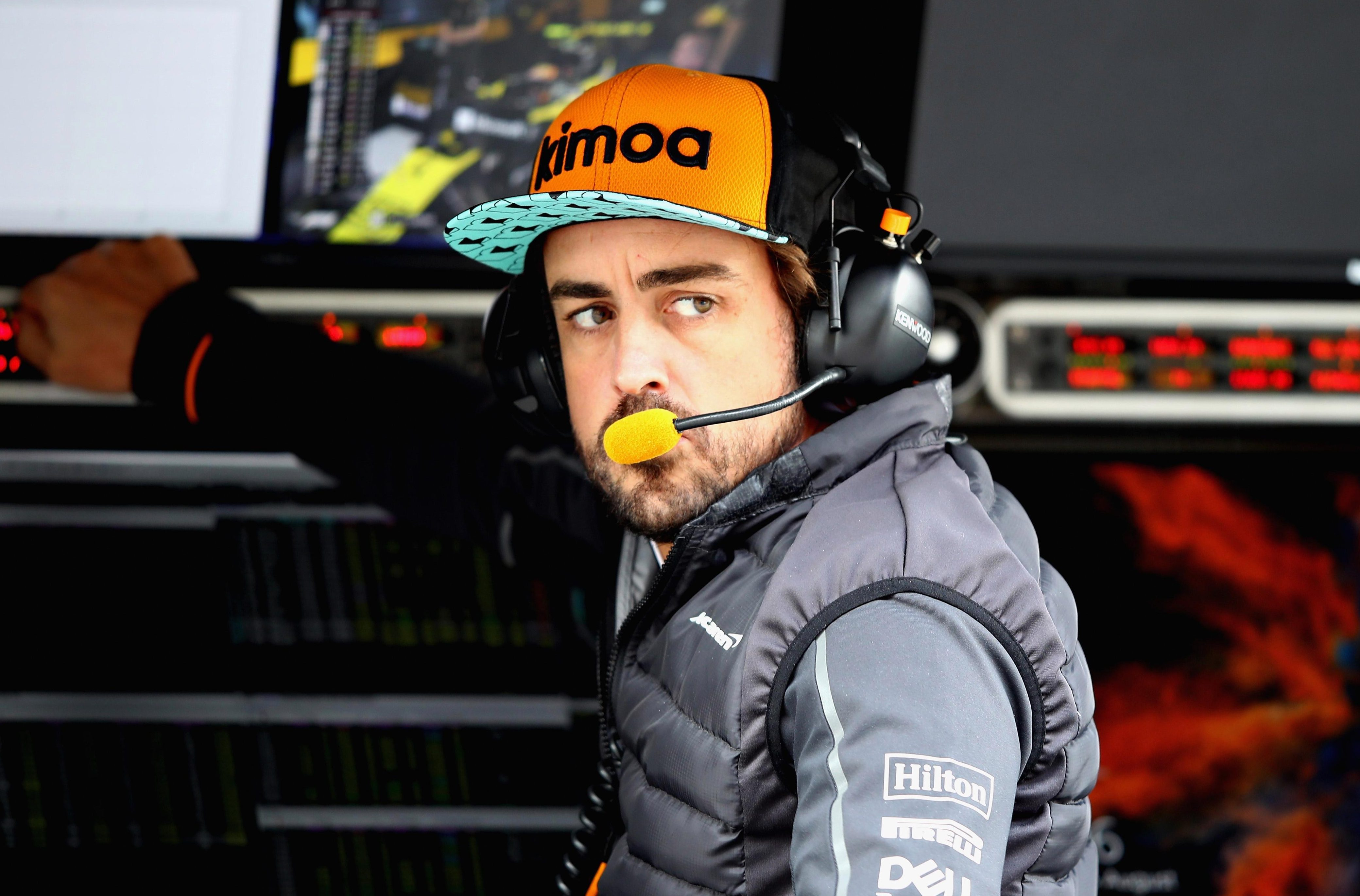 Fernando Alonso has hit back at Red Bull, claiming they tried to sign him for 2019
