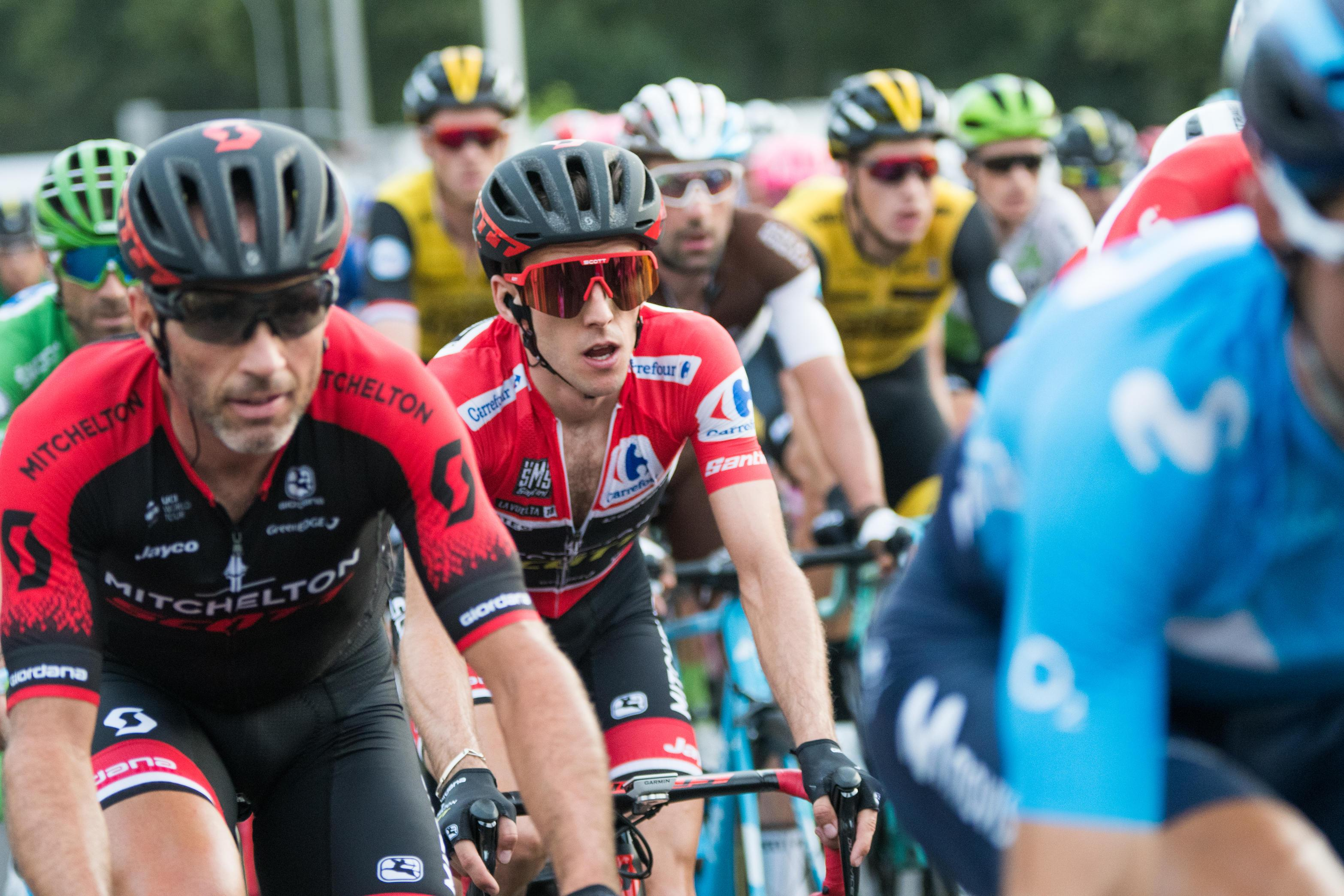 Simon Yates rolls home victorious in the Red Jersey after winning the Vuelta a Espana