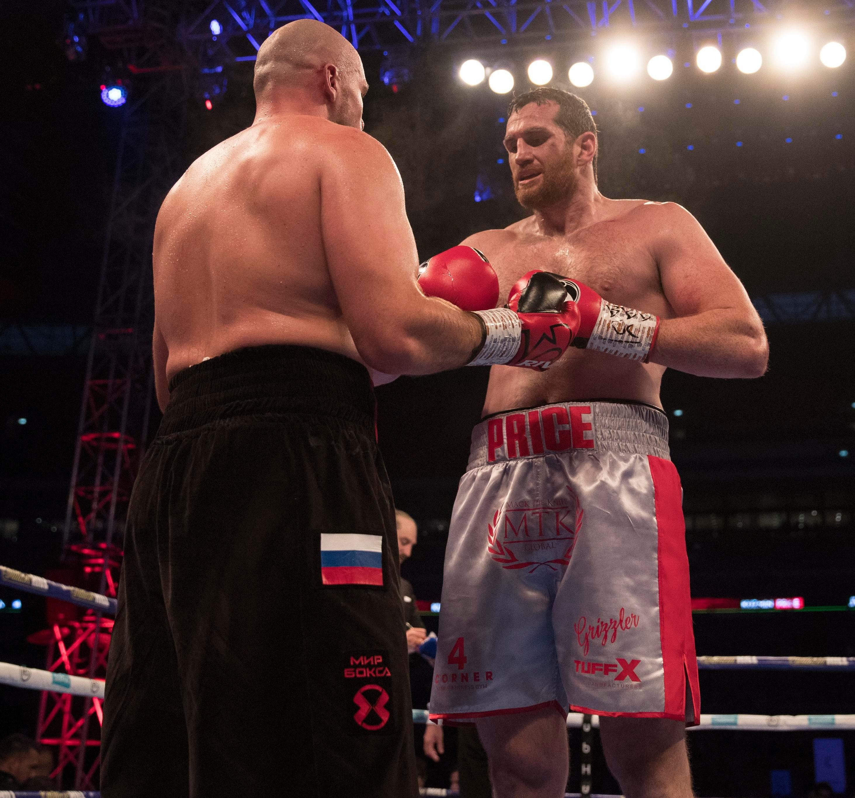 David Price retired due to injury at the end of the fourth round against Sergey Kuzmin