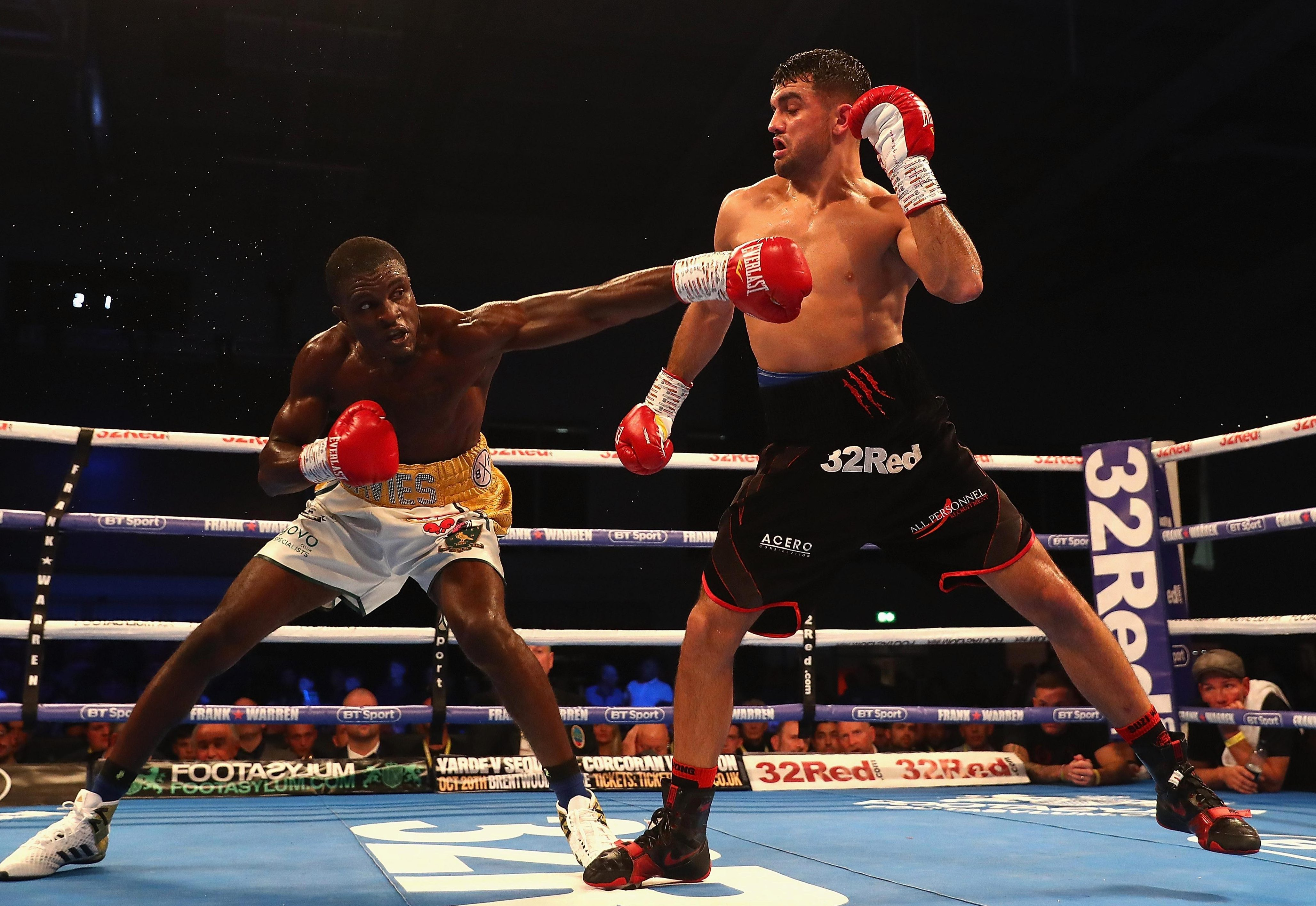 Jack Catterall makes Ohara Davies miss by some distance