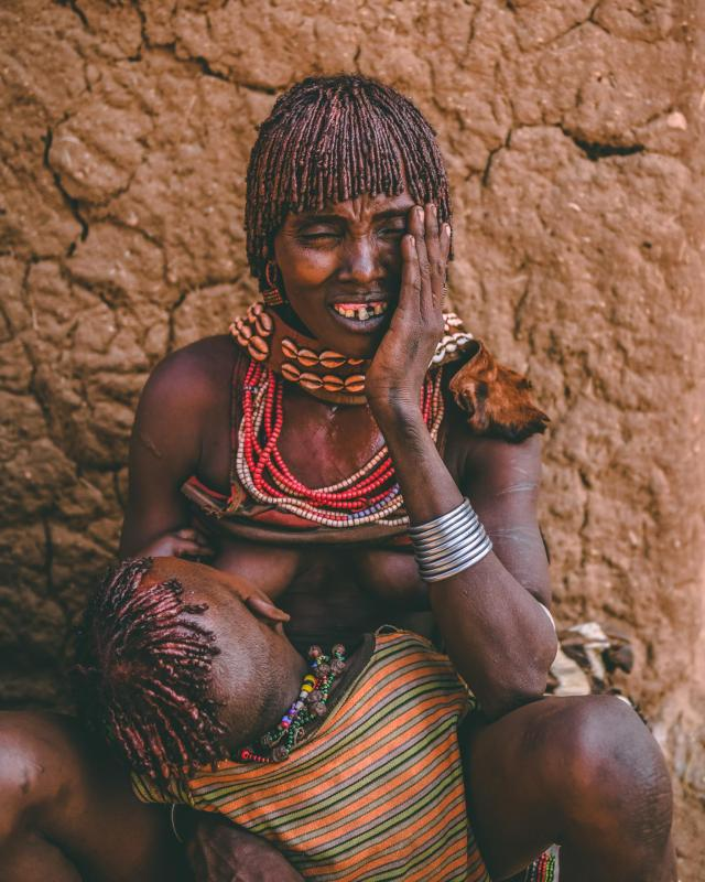 A scarred Hamar mother and child
