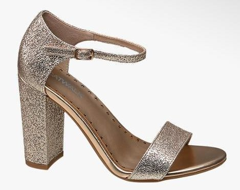 These Deichmann block heels are a great addition to your winter party wardrobe