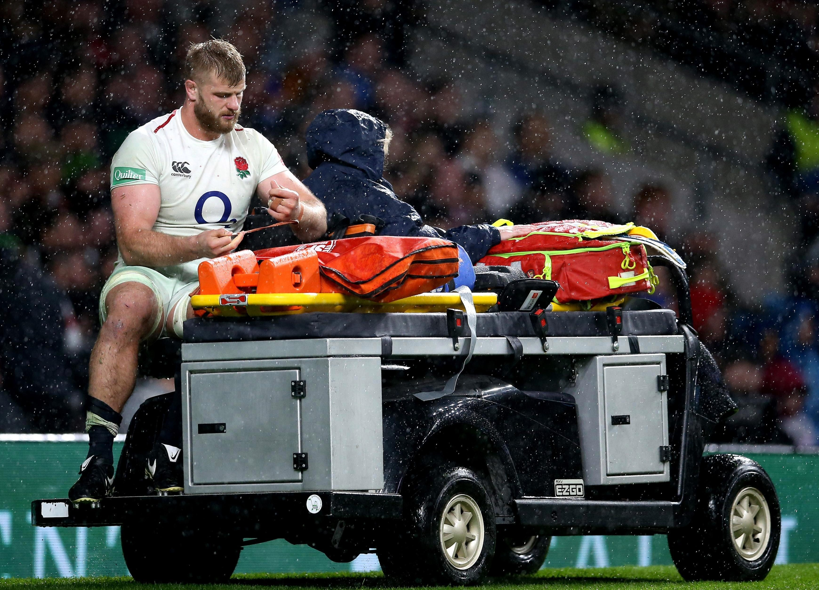 George Kruis goes off injured against New Zealand