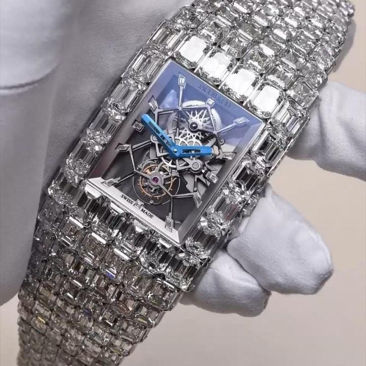 The unbeaten boxing star hit Beverly Hills in Los Angeles to update his jewellery collection