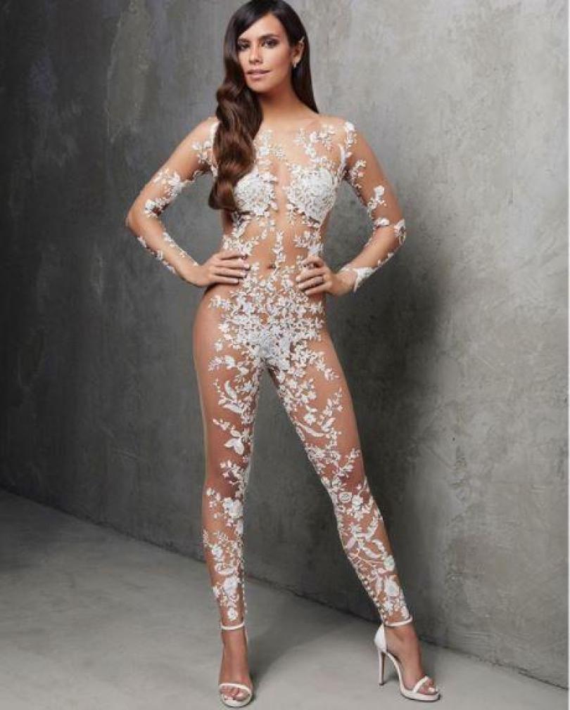 A marca espanhola de luxo Pronovias transformou as cabeças com este bodysuit de noiva nude embelezado com 200 cristais Swarovski - cobre apenas 6% do corpo - com classe!