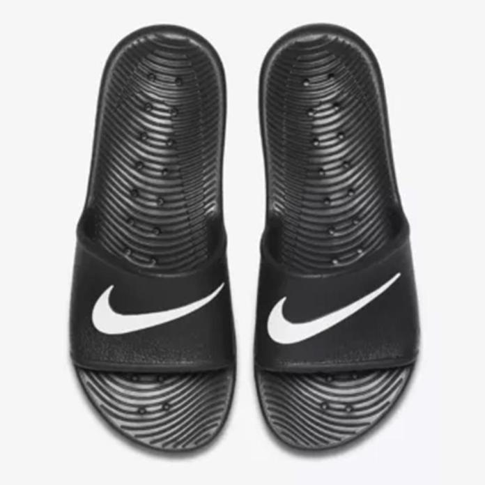 This Nike pair tick the right boxes with their logo branding