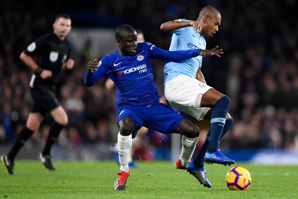 Silva reckons Chelsea's N'Golo Kante and Fernandinho at Manchester City are better holding midfielders