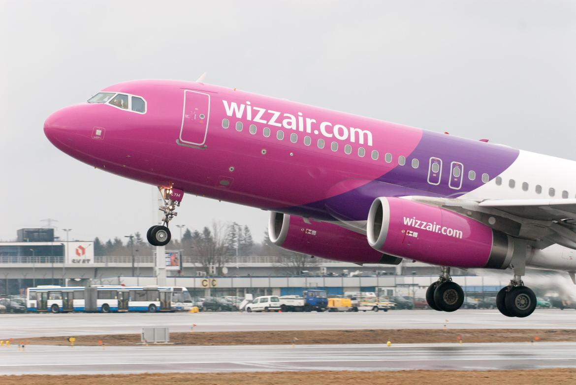 Wizz Air baggage handlers are to walk out for seven days at Luton Airport next month