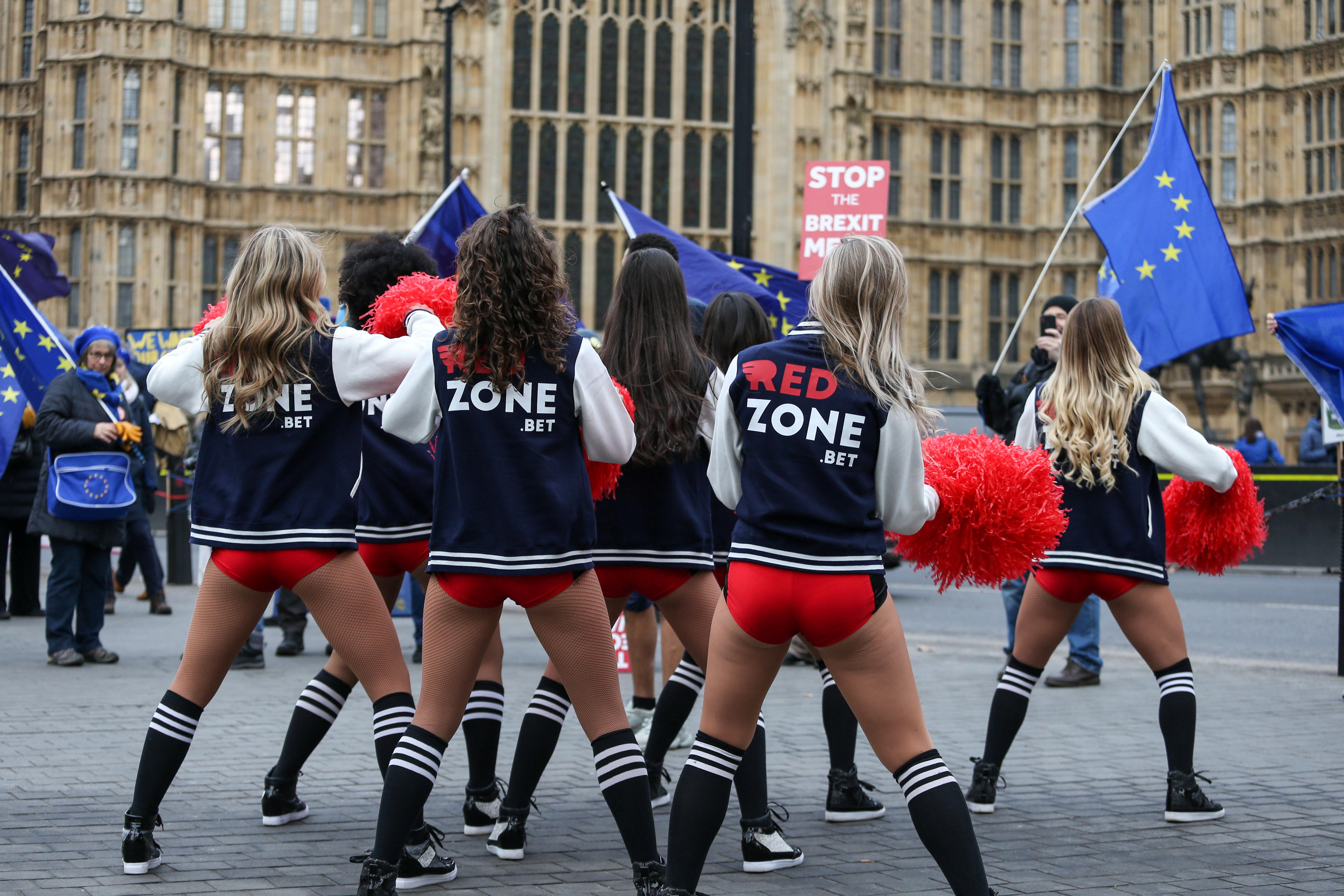 Cheerleaders get Brits into the Super Bowl spirit ahead of Sunday