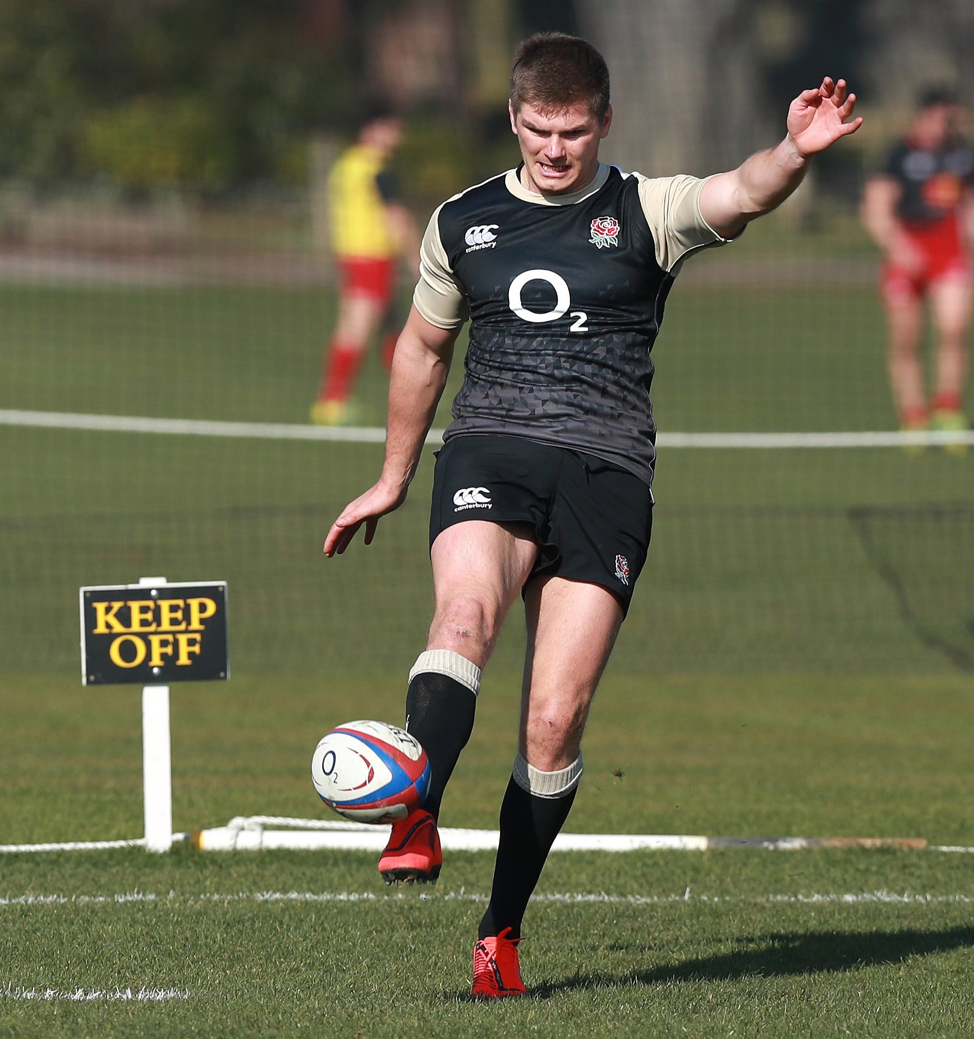 Owen Farrell skippers England again as he starts at fly-half
