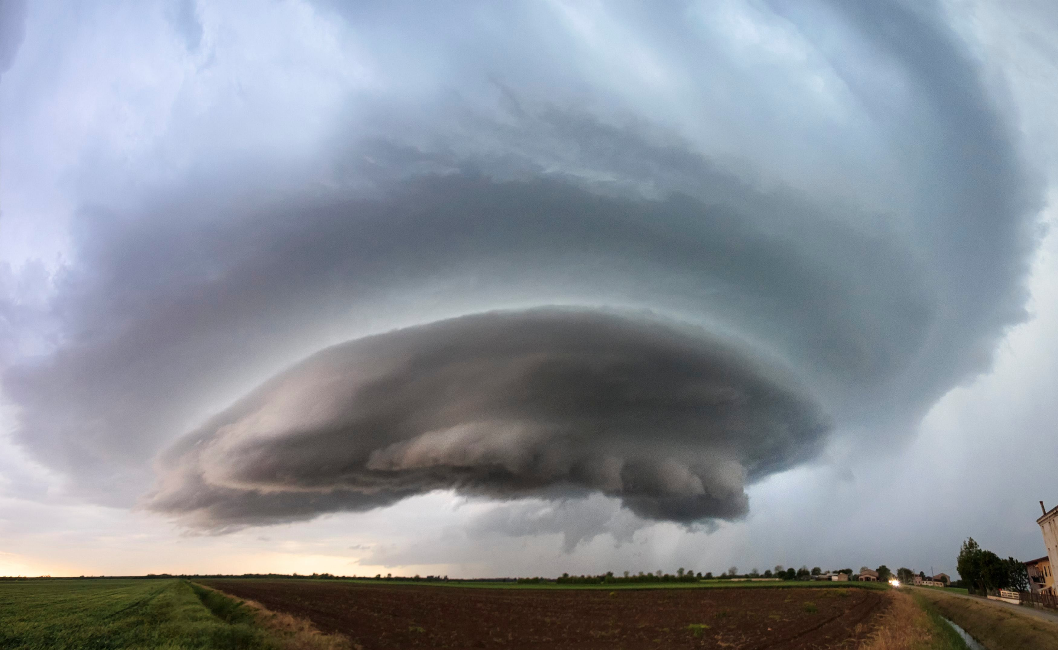 dramatic pictures show spectacular
