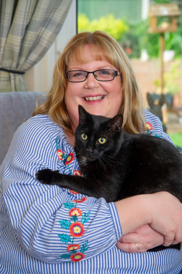 Walter the cat wakes owner Hazel Parkyn when her blood sugar falls low