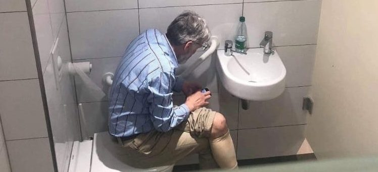Chess grandmaster Igor Rausis has been accused of cheatingwhile in the loo