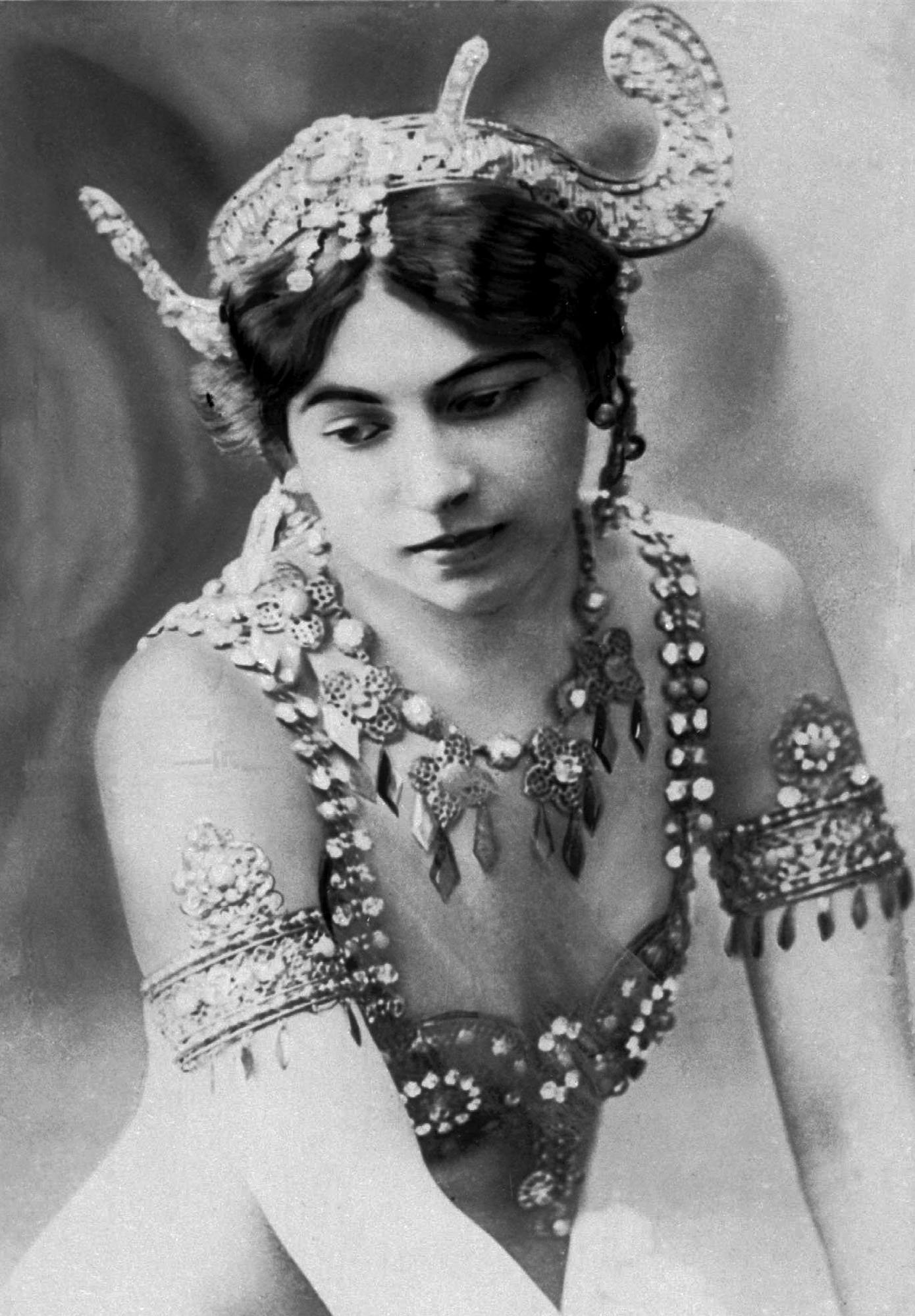 Eye Of The Day remembers mysterious dancer Mata Hari, questionably shot by the French for spying during WW1