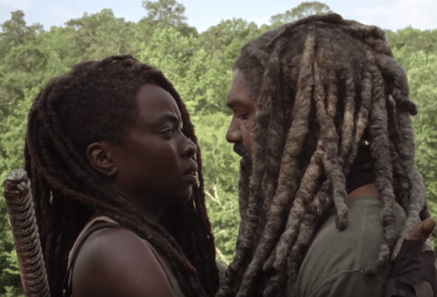 Michonne and Ezeikiel kiss