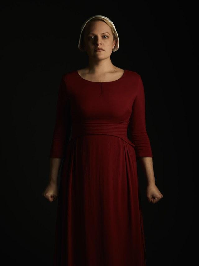 Elizabeth moss plays June Osborne