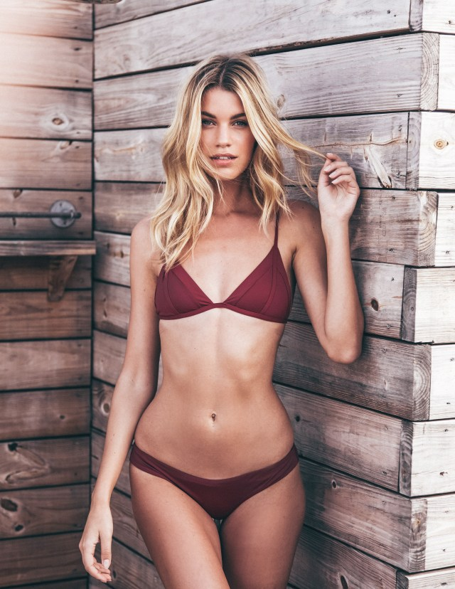 Hannah Cooper showed off her incredible figure in a burgundy bikini