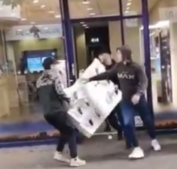 This is the moment four yobs run out of an O2 shop with an entire display case of mobile phones