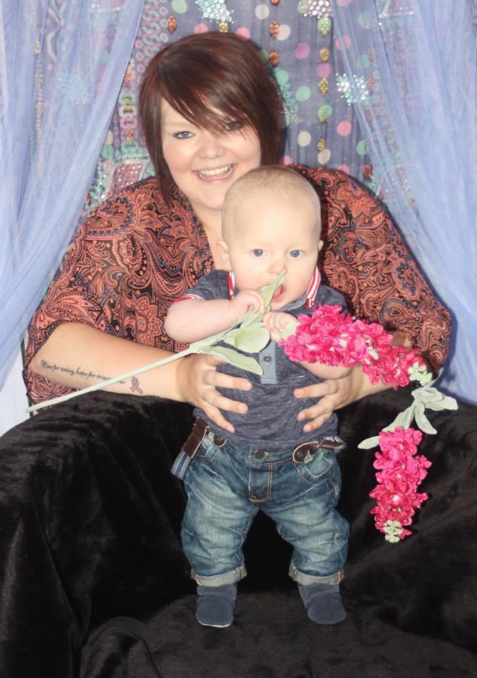 Samantha est une mère célibataire qui a élevé ses deux enfants elle-même et dirige également sa propre entreprise.