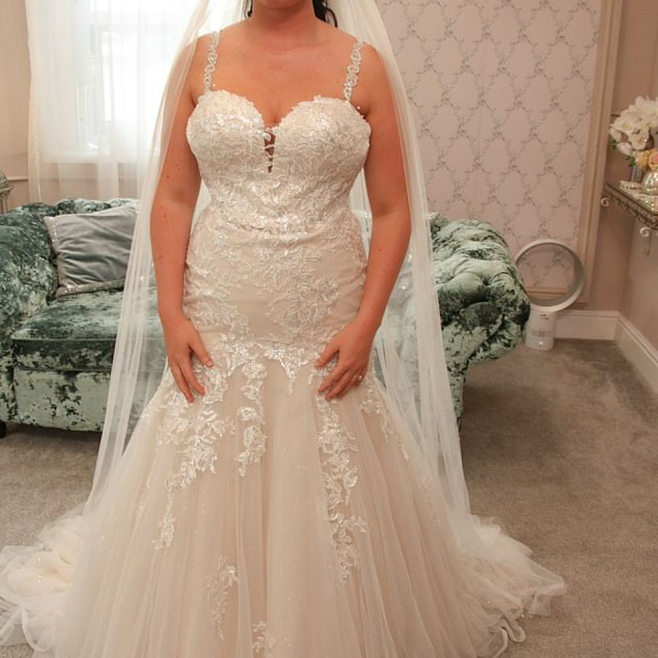 Bride Left Gutted When Mum Slams Her Dream Wedding Gown Saying It Makes Her All Tum And Bum On Say Yes To The Dress,Bride Plus Size Black Wedding Dresses