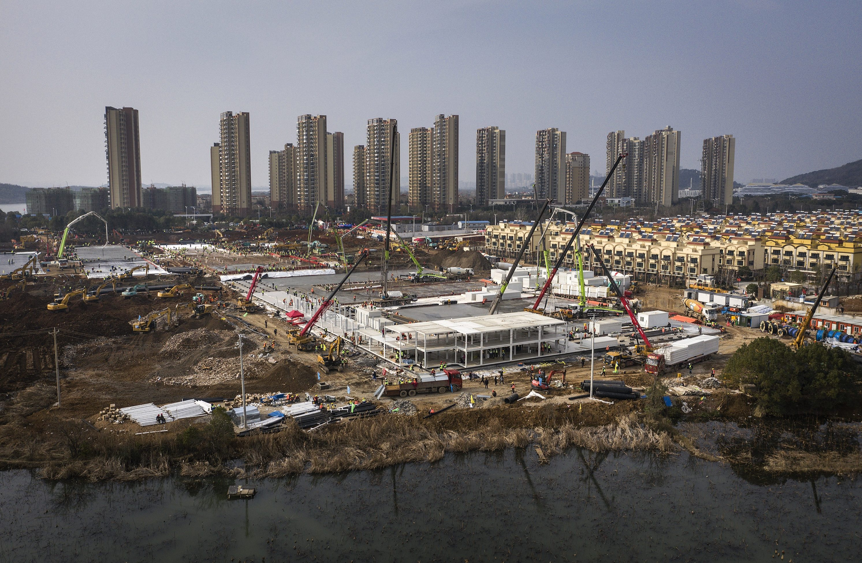 Coronavirus panic forces China to build 1,000-bed hospital in FOUR ...